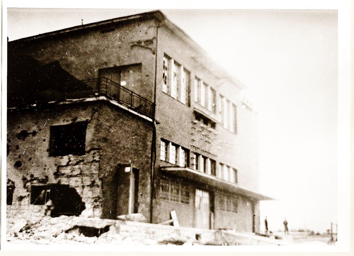 budova_banskobystrickeho_vysielaca_po_nalete.jpg