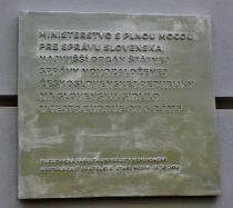 10_tabula_venovana_ustanovenoiu_ministerstva_s_plnou_mocou_pre_spravu_slovenska_na_cele_s_vavrom_srobarom.jpg