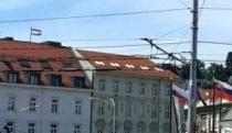 madarska_vlajka_na_velvyslanectve300.jpg