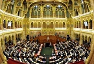 madarsky_parlament.jpg