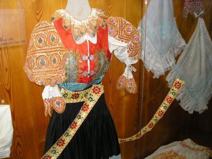 11_muzeum_ukazka_piestanskeho_kroja.jpg
