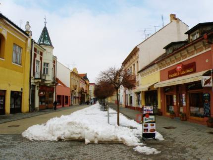 13_winterova_prapovodne_ulica_frantiska_jozefa_tvori_hlavne_korzo_v_piestanoch.jpg