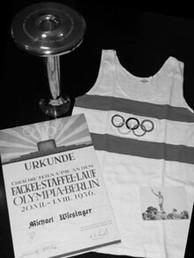 4_Fackel-Staffellauf_Olympia-Berlin_1936_-_Fackel,_Urkunde,_Trikot_und_FotoCB-m.jpg