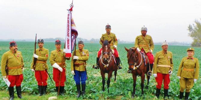 4_prisli_aj_milovnici_vojenskej_historie_z_uniformnych_cesksoilovenskych_ledii.jpg
