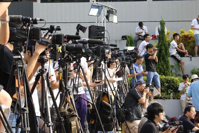 journalist-camera-hongkong-hong.jpg