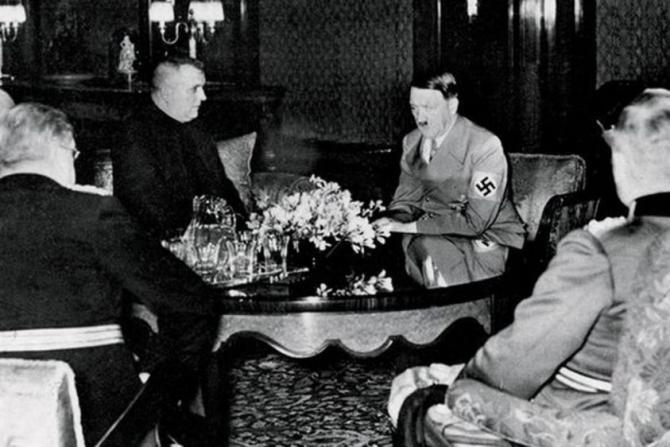 rokovanie_tiso_a_hitler_13._marca_1939_v_berline.jpg