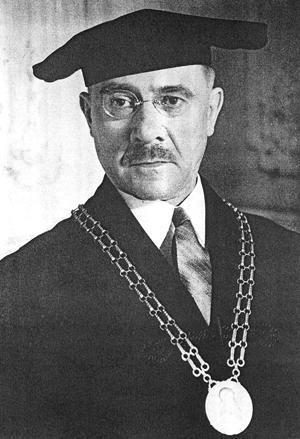 02_milanovi_hodzovi_na_navrh_pravnickej_fakulta_univerzity_komenskeho_udelili_28._februara_1938_cestny_doktorat.jpg