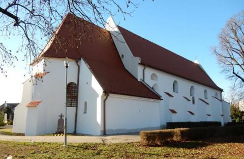 1.kostol_na_cintorine_v_modre.jpg