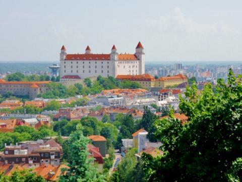 11_jedno_z_poslednych_miest_na_verejnej_komunikacii_pri_slavine_odkial_este_vidno_bratislavsky_hrad._600x451.jpg