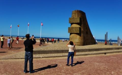 2_pomnik_na_omaha_beach.jpg