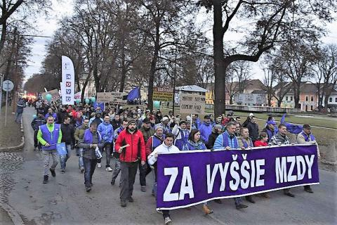 4_za-vyssie-mzdy_snv-768x512.jpg