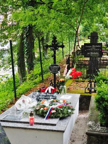 6_novoupraveny_hrob_ludovitovej_matky_anny_sturovej_na_evanjelickom_cintorine_v_trencine.jpg