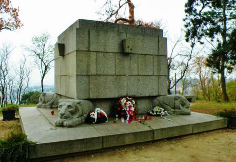 8_pomnik_padlym_v_1._svetovej_vojne.jpg