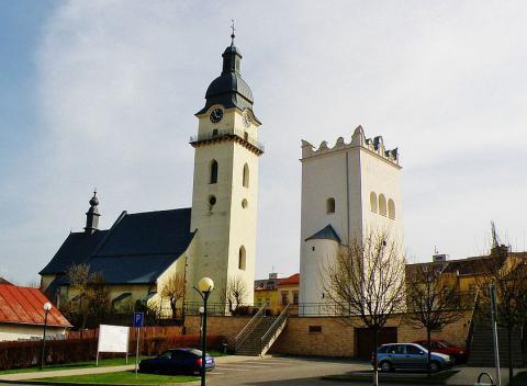 kostol_sv._antona_pustovnika_a_renesancna_zvonica_v_spisskej_belej.jpg