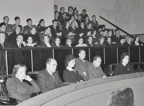 na_slavnostnom_znovuotvoreni_novej_sceny_snd_sa_zucastnili_aj_predseda_zboru_poverenikov_gustav_husak_a_v_zastupeni_snr_jej_podpredseda_k._smidke._30._novembra_1946.jpg