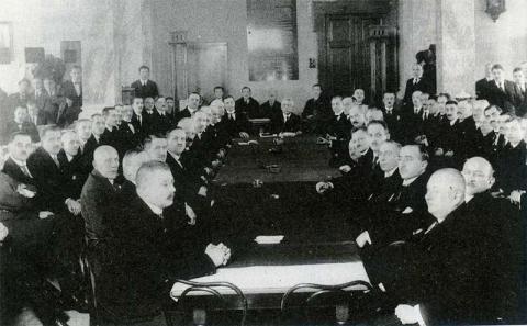 signatari_martinskej_deklaracie_na_oslavach_10._vyrocia_jej_prijatia_dvorana_tatra_banky_v_martine_1928.jpg